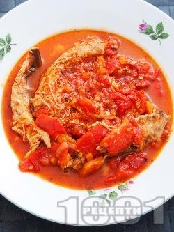 Паприкаш с пилешко месо, печени червени чушки и домати - снимка на рецептата